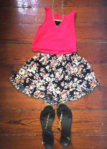#floral #ruffleshorts #croptop #dolcevita #sandals #neckalce #chain #urbanoutfitters