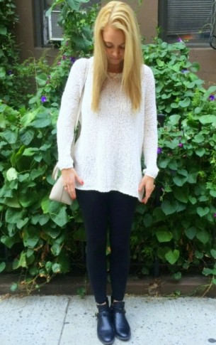 #sweater #knit #cotton #cozy #cozyvnecksweater #urbanoutfitters #leggings #booties #fall #nyc